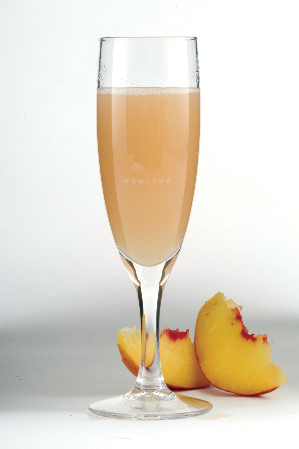 Bellini cocktail recipe | the world in a glass